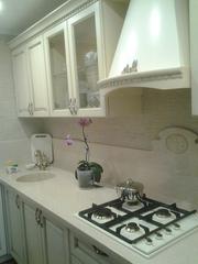 Присмотритесь к кухням со столешницами из искусственного камня!